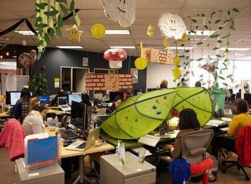 facebook-office-woman-work-space