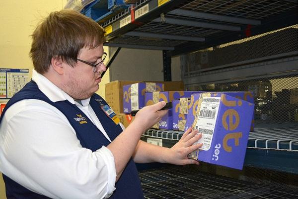 walmart-delivery-employee