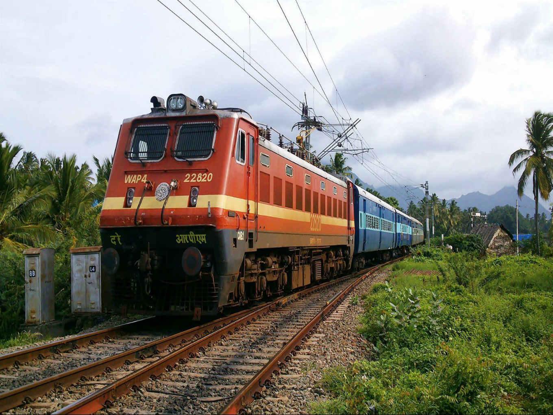 IRCTC Pulls Up RailYatri, TravelKhana Over Online Food Ordering Services