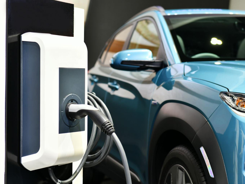 Central Govt Plans On Standardising EV Charging Station Norms