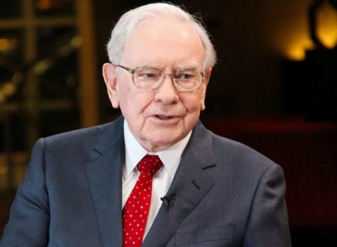 Berkshire Hathaway Execs Start Taking Bets On Amazon: Warren Buffet