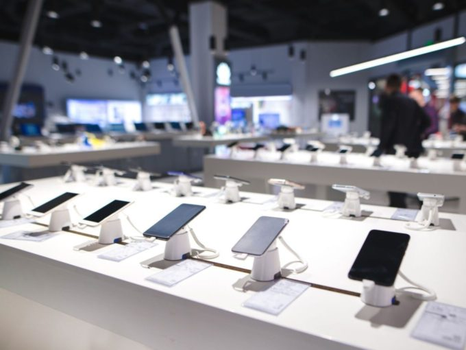 Smartphone Prices To Go Up As More Companies Agree To AIMRA's Demands