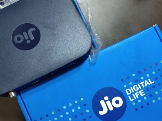 Saudi Arabia, Abu Dhabi Funds Close To Backing Jio Fibre Assets In Mega Deals