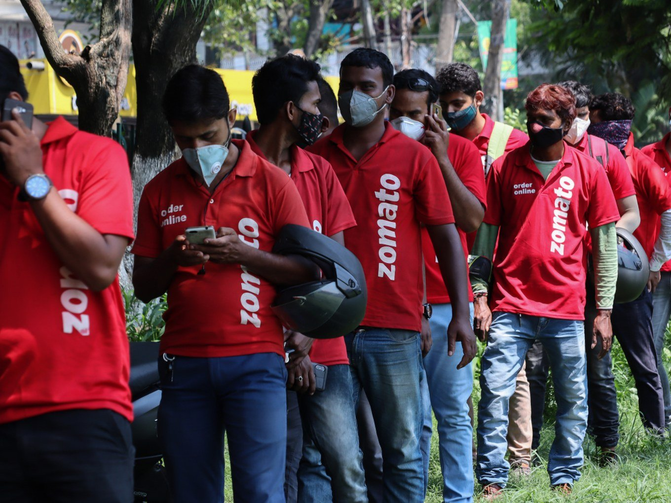 Zomato Lowers Losses By 60% In FY21; Eyes Grocery Push After IPO